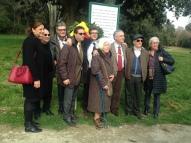 Foto di gruppo tra esuli e rappresentanti delle istituzioni